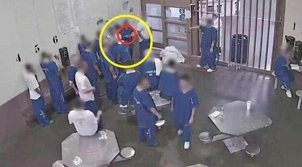 太拼了!美国囚犯为提前出狱,竟故意感染新冠:闻口罩,共用杯子